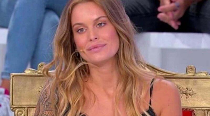 Sophie Codegoni radiata da U&D, Rosica la smaschera al GFVip